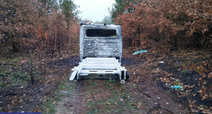 Kronika Kryminalna, Ukradli autolawetę samochody - zdjęcie, fotografia