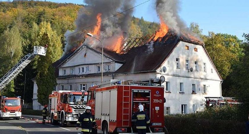 Samorząd, Radni zdecydowali miasto pomoże pogorzelcom - zdjęcie, fotografia