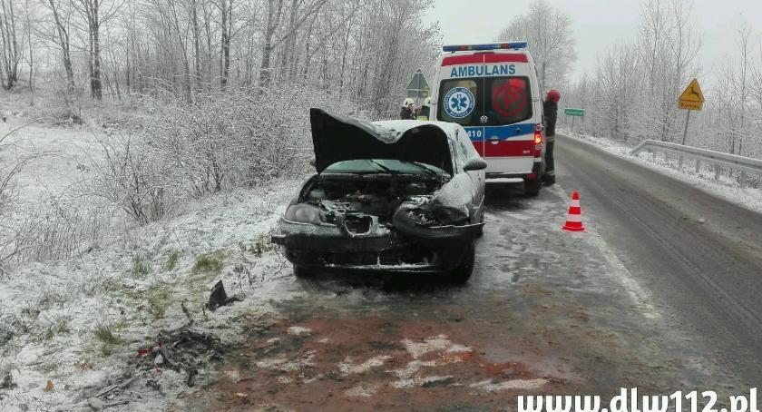 Wypadki drogowe, Spadł pierwszy śnieg drogach doszło kilku zdarzeń - zdjęcie, fotografia