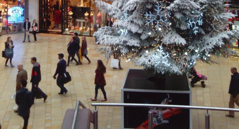 Ludzie, święta dajmy oszukać podczas zakupów - zdjęcie, fotografia