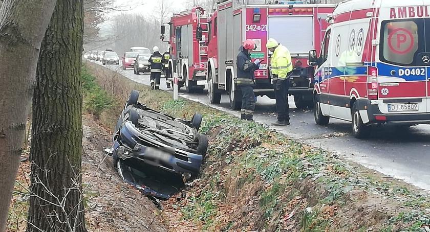 Wypadki drogowe, Dachowanie Leśnej - zdjęcie, fotografia