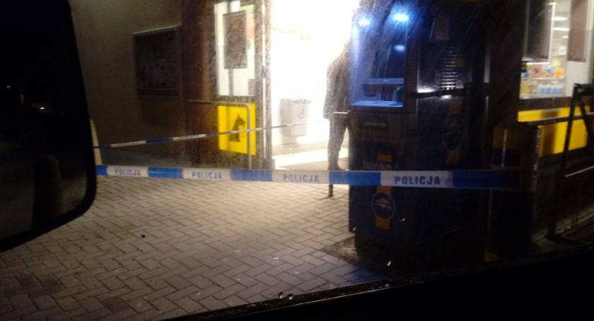 Kradzież, Próbowali włamać bankomatu - zdjęcie, fotografia