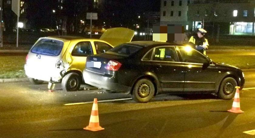 Wypadki drogowe, Zderzenie trzech Pawła Kobieta szpitalu - zdjęcie, fotografia