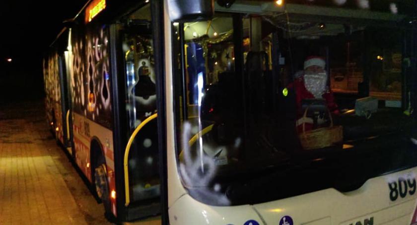 Wydarzenia, Święty Mikołaj kierownicą autobusu - zdjęcie, fotografia