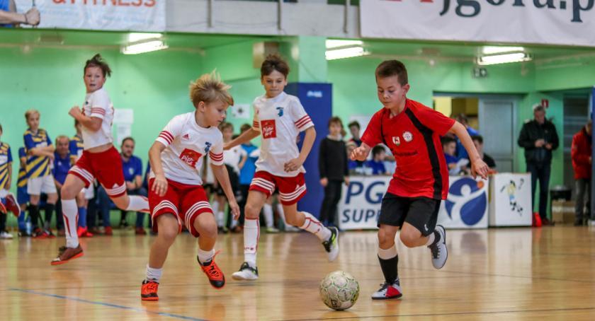 Piłka nożna, Młodzi Piłkarze rywalizowali Puchar Prezydenta Jeleniej Góry - zdjęcie, fotografia