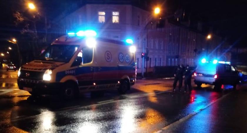 Wypadki drogowe, ulicy Złotniczej jezdni leżała kobieta - zdjęcie, fotografia