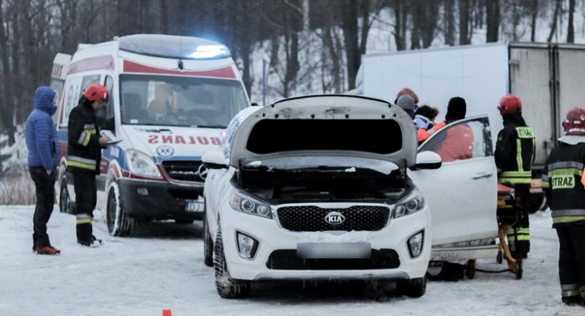 Wypadki drogowe, Warunki nadal bardzo ciężkie Kolejne wypadki kolizje Włącz Zello - zdjęcie, fotografia