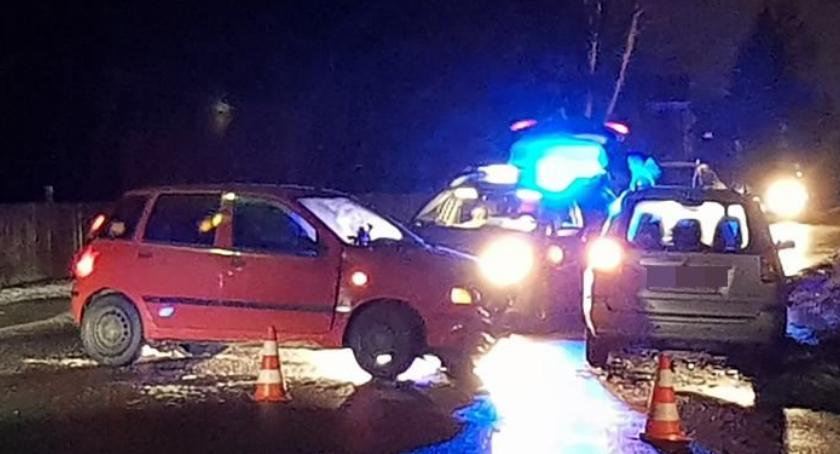 Dwie osoby trafiły do szpitala po zderzeniu w Jeżowie Sudeckim. Włącz Zello.