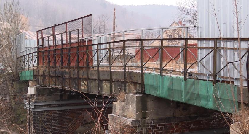 Inwestycje, dalej wiaduktami Piechowicach - zdjęcie, fotografia
