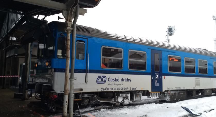 W Libercu pociąg wjechał na peron