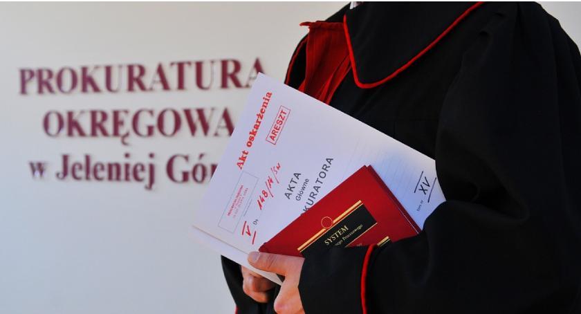 Kronika Kryminalna, Policjanci pomagali obrocie narkotykami łapówek zarobili blisko pół miliona złotych - zdjęcie, fotografia