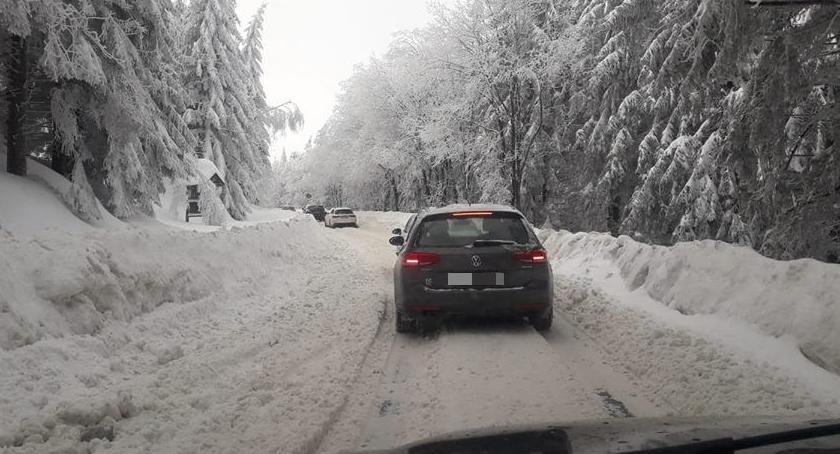 Utrudnienia w ruchu, Trudne warunki drodze Przełęczy Okraj Włącz Zello - zdjęcie, fotografia