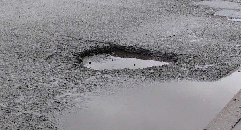 Absurdy, Kierowcy uwaga dziury Niektóre bardzo głębokie dobrze - zdjęcie, fotografia