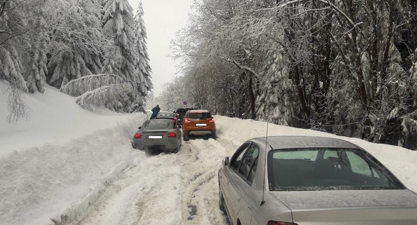 Absurdy, Dramatyczne warunki drodze Czech odpowiada - zdjęcie, fotografia