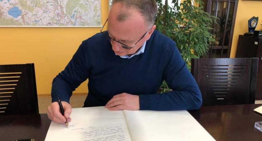 Ważne komunikaty, Jelenia Góra żegna Pawła Adamowicza - zdjęcie, fotografia
