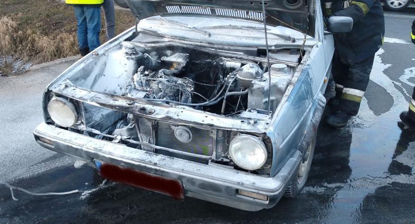 Pożary, Volkswagen zapalił podczas jazdy Kierująca zdążyła uciec - zdjęcie, fotografia