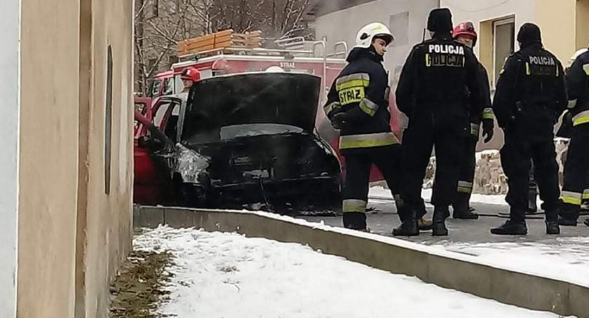 Pożary, Siedlęcinie spłonął samochód osobowy - zdjęcie, fotografia