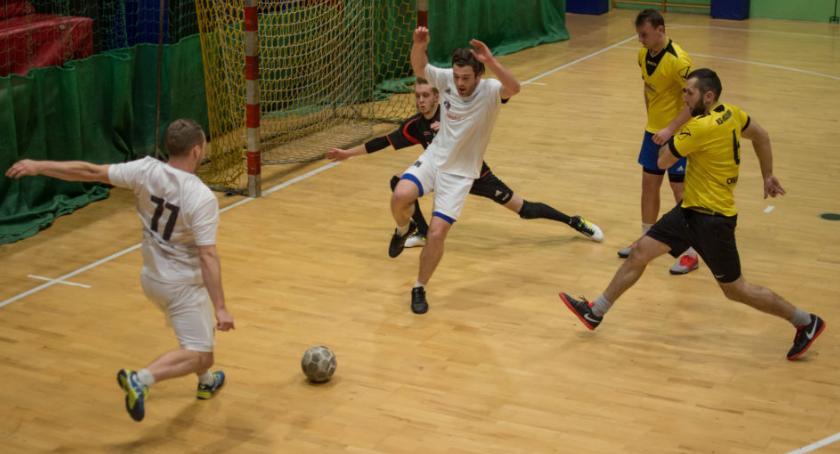 Piłka nożna, Draexlmaier prowadzeniu Termy Liga! - zdjęcie, fotografia