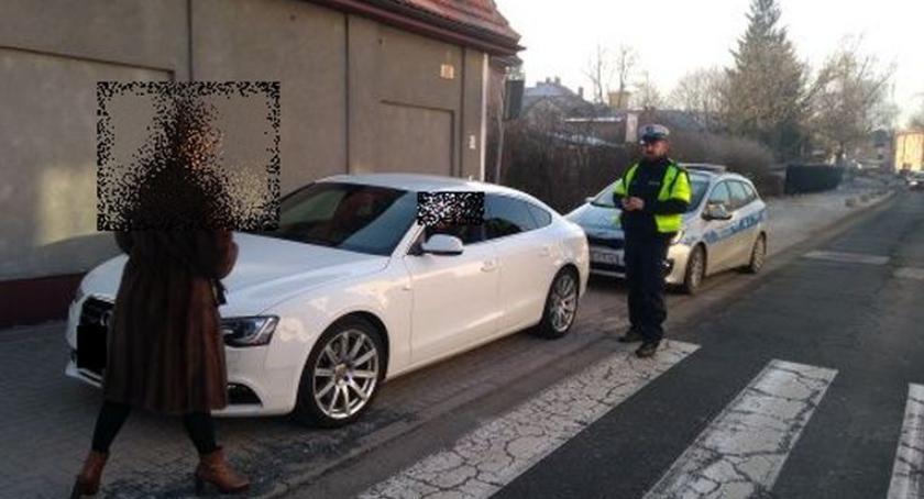 Absurdy, Jelenia Góra Mistrzowie parkowania lupą policji - zdjęcie, fotografia