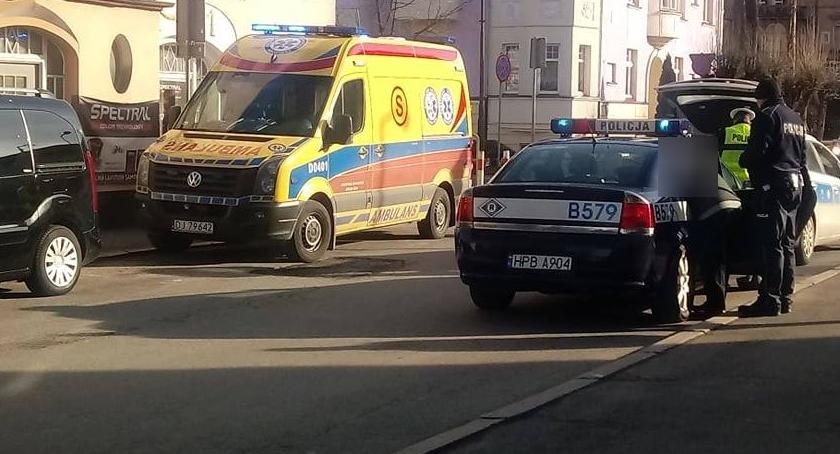 Wypadki drogowe, Jelenia Góra Kobieta potrącona pasach - zdjęcie, fotografia