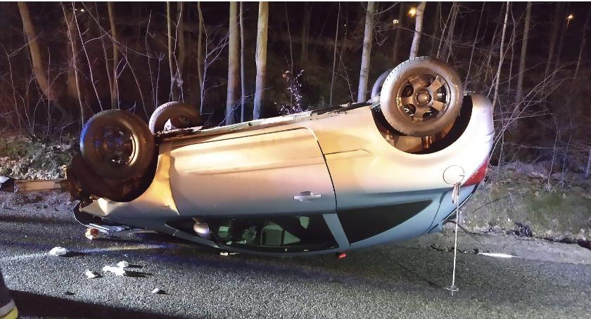 Wypadki drogowe, Dachowanie Karpaczem Włącz Zello - zdjęcie, fotografia