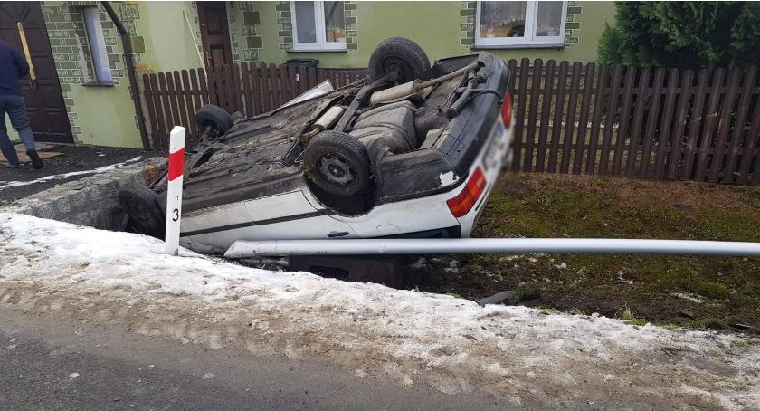 Wypadki drogowe, Pojazd dachu Kierowca uciekł miejsca zdarzenia Włącz Zello - zdjęcie, fotografia