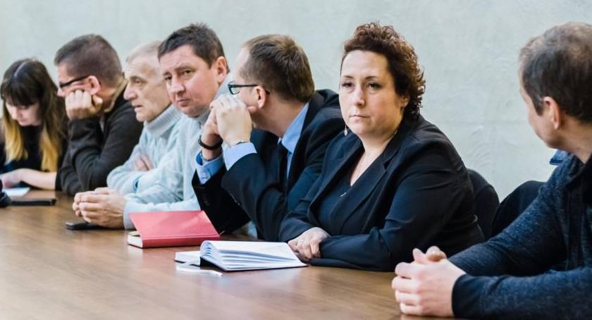 Samorząd, Piechowice Jedna szkoła decyzję kończy - zdjęcie, fotografia