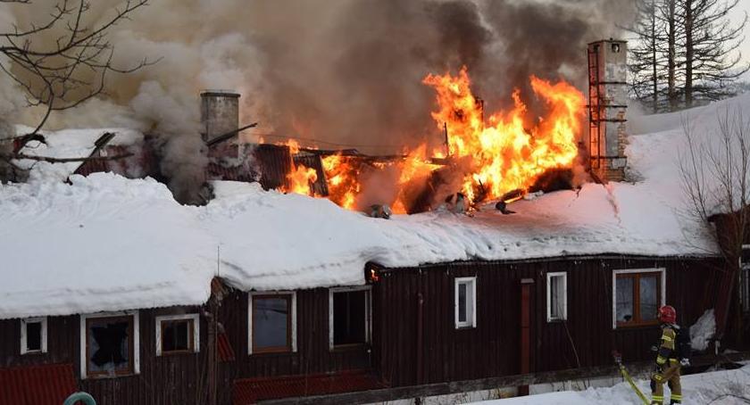 Pożary, Tragedia Szklarskiej Porębie Strażacy odnaleźli ciała ofiar pożaru - zdjęcie, fotografia