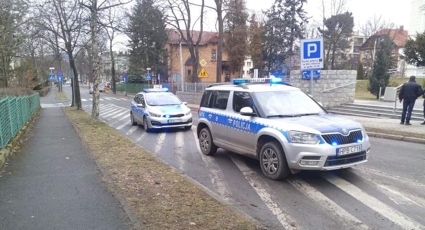 Kronika Kryminalna, maczetą chciał wejść budynku sądu - zdjęcie, fotografia