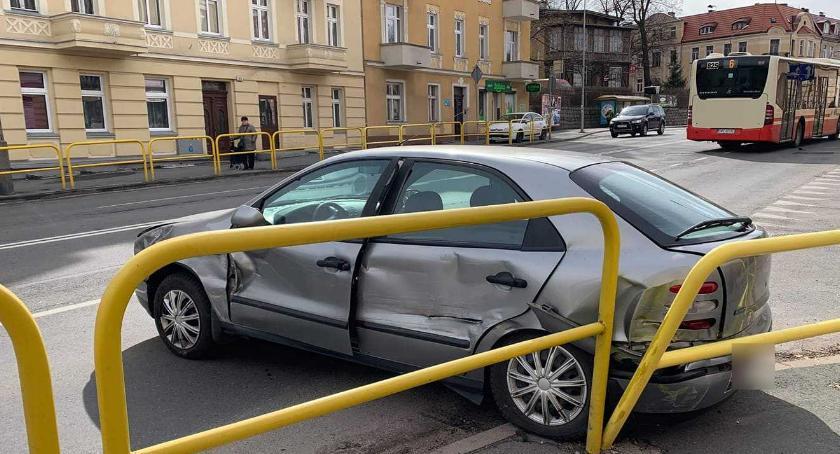 Wypadki drogowe, Kolizja Wolności Ciężarowy uderzył Fiata - zdjęcie, fotografia