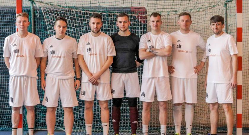 Piłka nożna, Hotel sponsorem tytularnym klasy okręgowej - zdjęcie, fotografia