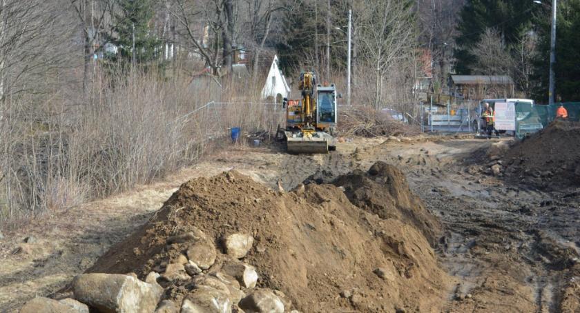 Inwestycje, Ruszyła budowa boiska Jagniątkowie - zdjęcie, fotografia