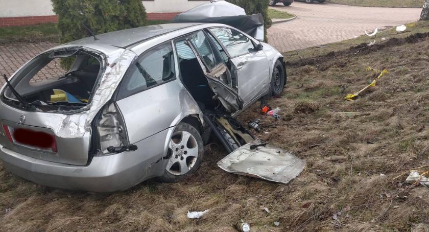 Wypadki drogowe, Doszczętnie rozbite Spółdzielczej kierowca poszukiwany - zdjęcie, fotografia