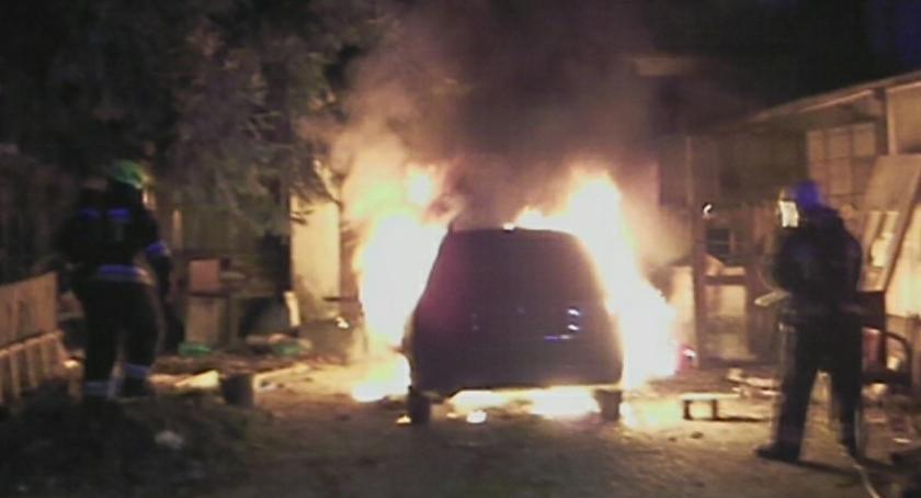 Pożary, Jelenia Góra Doszczętnie spłonął samochód - zdjęcie, fotografia