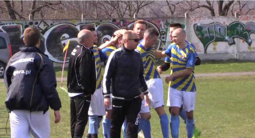 Piłka nożna, Polak prowadzi Lechię zwycięstwa - zdjęcie, fotografia