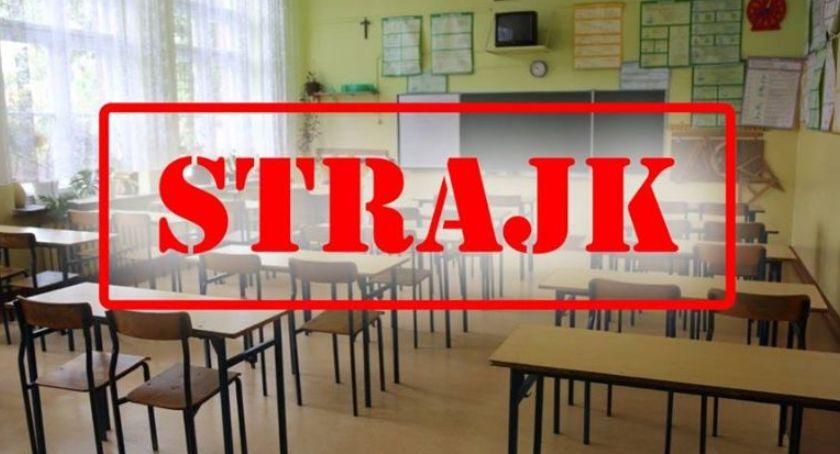 Edukacja, popierasz strajk nauczycieli udział naszej sondzie - zdjęcie, fotografia
