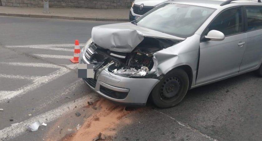 Wypadki drogowe, Zderzenie przed przejściem pieszych - zdjęcie, fotografia
