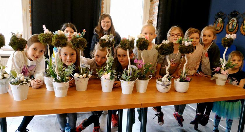 24jgora, Dzieci tworzyły dekoracje wielkanocne Muflonie - zdjęcie, fotografia