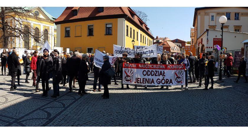 Wydarzenia, Czarny Marsz nauczycieli Jeleniej Górze - zdjęcie, fotografia