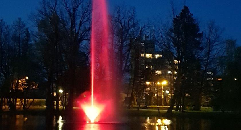 Turystyka, Fontanna Parku Norweskim działa powinna - zdjęcie, fotografia
