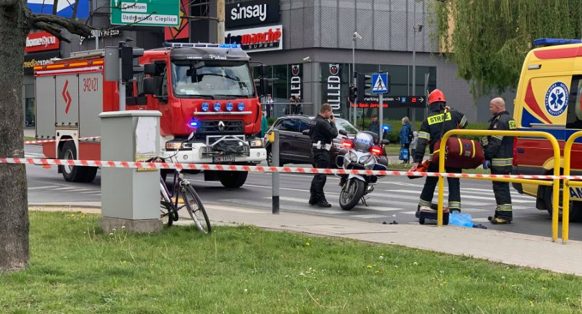 Wypadki drogowe, Wypadek Podwalu Rowerzysta ciężkim stanie - zdjęcie, fotografia