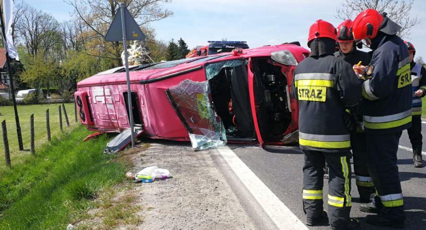 Wypadki drogowe, Wypadek Radomierzu osoby ranne jedna stanie ciężkim - zdjęcie, fotografia