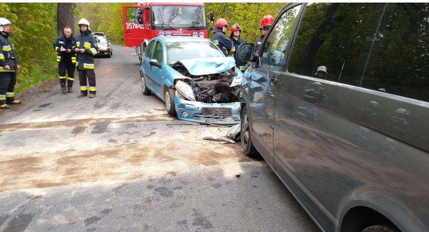 Wypadki drogowe, Czołowe zderzenie drodze między Goduszynem Rybnicą - zdjęcie, fotografia