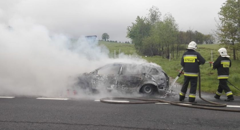 Pożary, Pożar samochodu osobowego - zdjęcie, fotografia