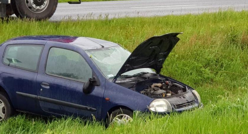 Wypadki drogowe, Dachowanie drodze Mysłakowic Jeleniej Góry - zdjęcie, fotografia