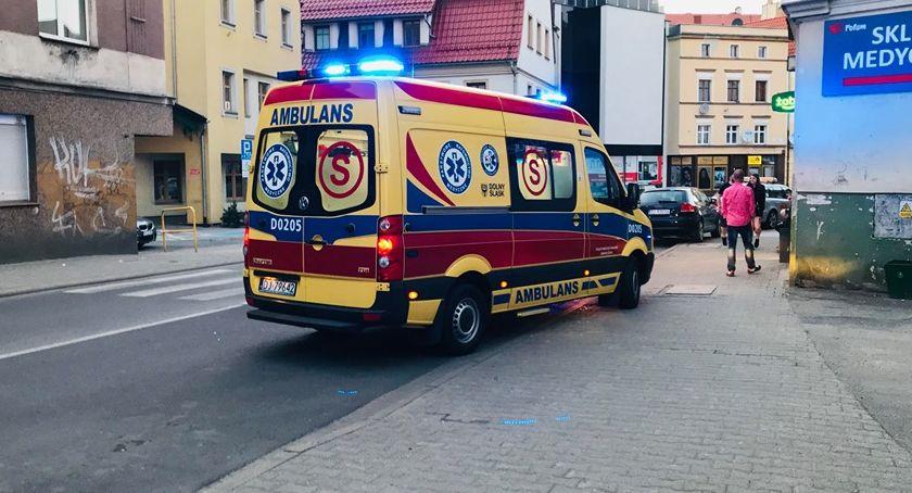 Kronika Kryminalna, Mężczyzna ugodzony nożem ulicy Wolności - zdjęcie, fotografia