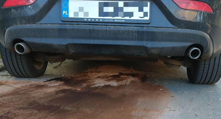 Kradzież, Ukradli paliwo prosto resza wylała ulicę - zdjęcie, fotografia