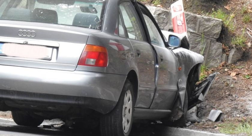 Wypadki drogowe, Zablokowana droga Piechowice Szklarska Poręba - zdjęcie, fotografia