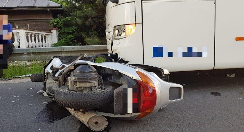 Wypadki drogowe, Motocyklem autobus - zdjęcie, fotografia