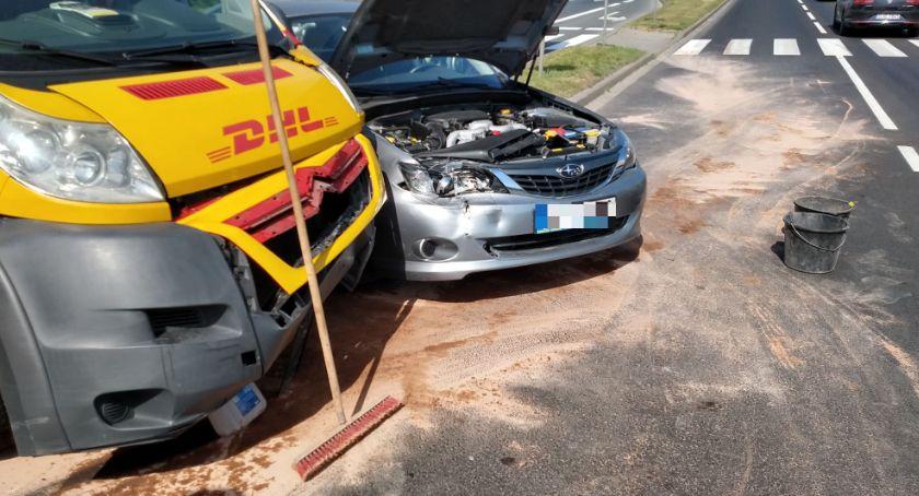 Wypadki drogowe, zajechał drogę osobowemu Subaru Zderzenie Sobieskiego - zdjęcie, fotografia